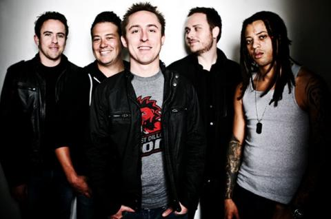 "Yellowcard mají cover na song ""E.T"" od Katy Perry"