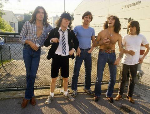 AC/DC vydají živák