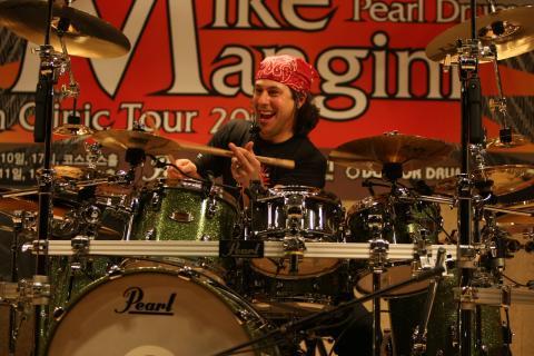 Dream Theater konečně oznámili jméno nového bubeníka