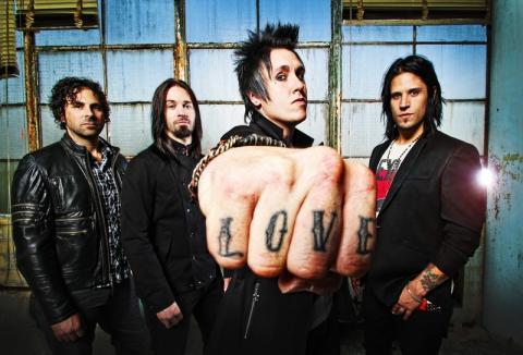 Papa Roach vyhlásili válku, v červenci se pokusí dobýt Prahu!